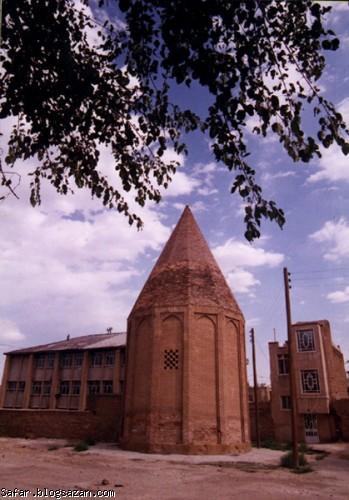 برج قربان همدان,برج قربان,گردشگری همدان,جاهای دیدنی همدان
