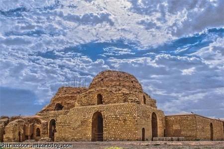 کاخ بهرام پنجم یا کاخ ساسانی سروستان در جنوب شرقی سروستان قرار دارد.