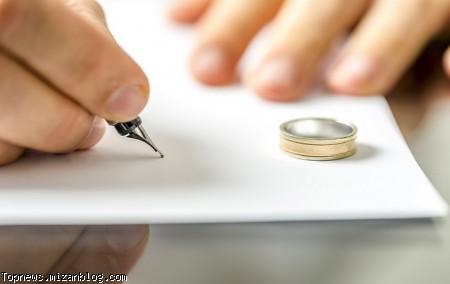در قسمت شروط ضمن عقدِ اسناد ازدواج، شرطی گنجانده شده که بر اساس آن در مواردی زوجه وکیل زوج خواهد بود تا در صورت تحقق یکی از بندهای آن خود را مطلقه نماید.