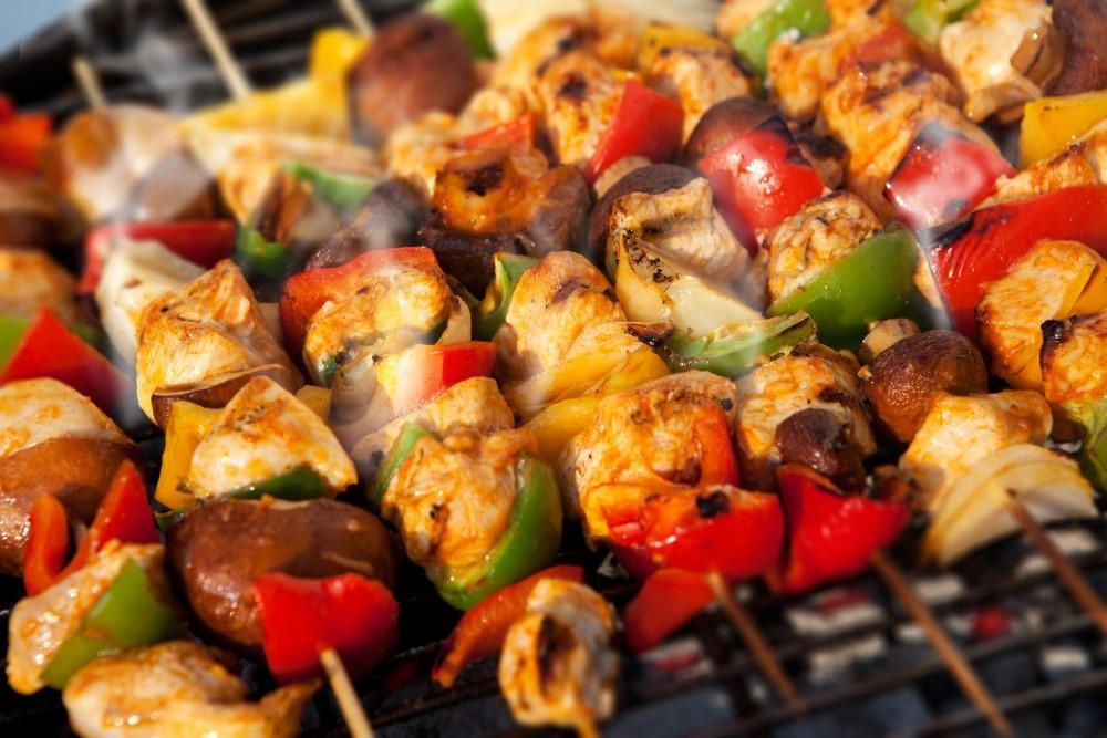 ماهی کباب شده با سبزیجات کبابی