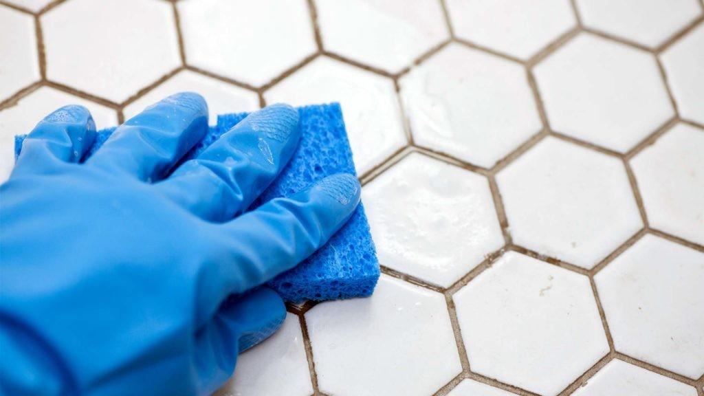 بهترین راه حل تمیز کردن کف کاشی و سرامیک چیست؟