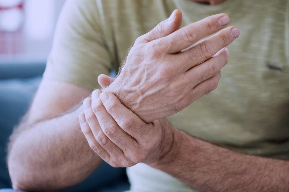 درد دست و مچ دست: علت آن چیست؟