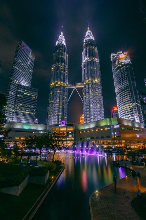 برج های دو قلوی پتروناس در کوالالامپور