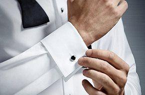 یک پیراهن مردانه مناسب انتخاب کنید.