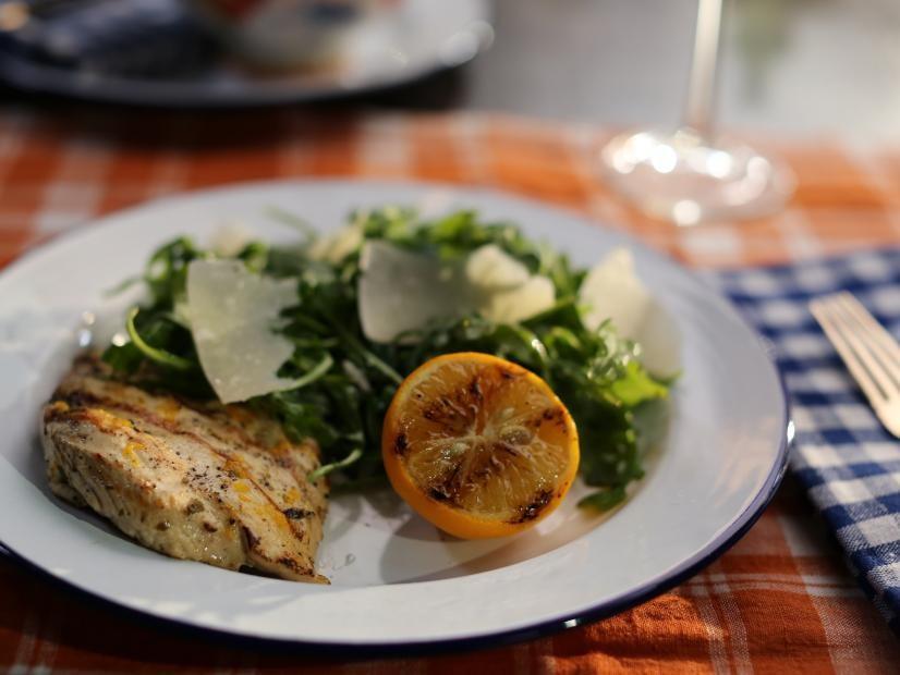 طرز تهیه سینه مرغ مارینت شده با آروگولا