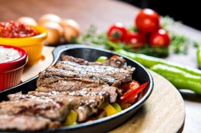 طرز تهیه استیک کبابی با سویا سس