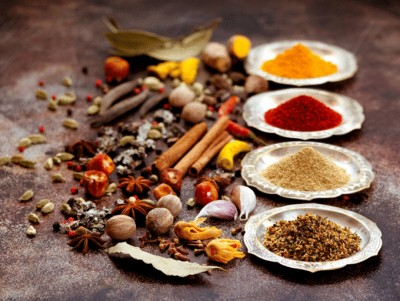 لیست ادویه ها و گیاهان: موارد استفاده و توصیف آنها