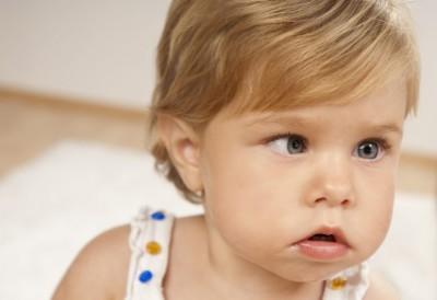 چگونه می توانم تنبلی چشم کودک خود را رفع کنم؟