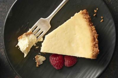 طرز تهیه چیزکیک یا کیک پنیری برای عصرانههای هیجانانگیز
