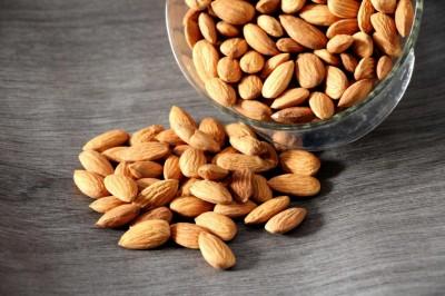 عوارض جانبی شگفت آور خوردن بیش از حد بادام