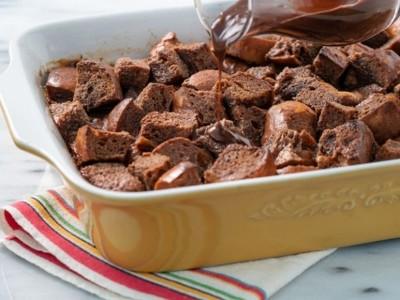 طرز تهیه پودینگ نان شکلاتی آمریکایی