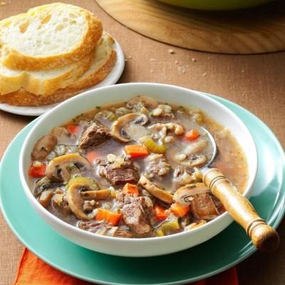 طرز تهیه سوپ گوشت گاو ، جو و سبزیجات
