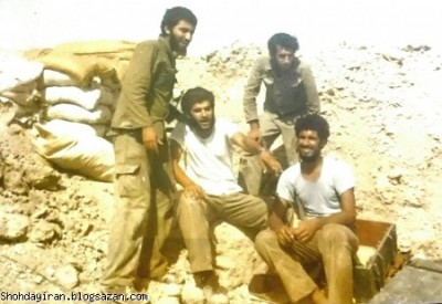 شهید منصور داروئیان زمان محاصر ایستگاه۱۲ آبادان