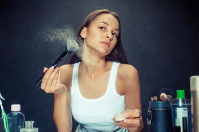 7 راه برای جلوگیری از جمع شدن آرایش