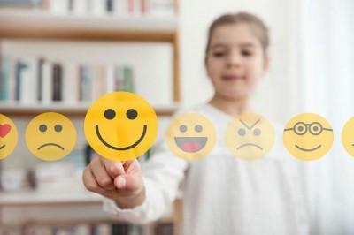 به کودکان کمک کنید احساسات را تشخیص دهند